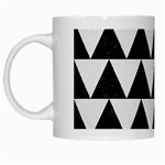 TRIANGLE2 BLACK MARBLE & WHITE LINEN White Mugs