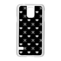 White Pixel Skull Pirate Samsung Galaxy S5 Case (white) by jumpercat