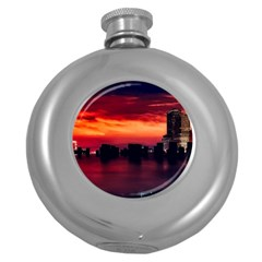 New York City Urban Skyline Harbor Round Hip Flask (5 Oz)