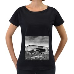 Omaha Airfield Airplain Hangar Women s Loose Fit T Shirt (black)