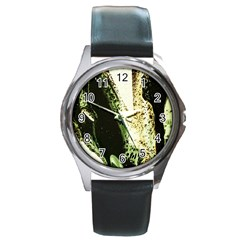 There Is No Promissed Rain 2 Round Metal Watch