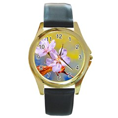Sakura Flowers On Yellow Round Gold Metal Watch