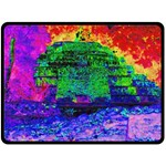 Green Pyramid - Fleece Blanket (Extra Large)
